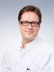 Dr Daniel Talanow - Surgeon at KÖ Clinic