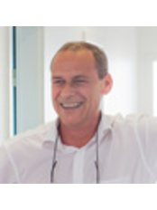 Dr Roger Young - Doctor at Aesthetic Balance -  Dreieich