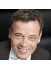 Dr Dennis von Heimburg -  at Clinic Kaiser Platz