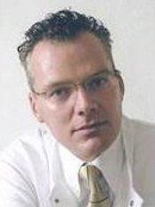 Dr Hardy Black -  at Dr. Stefan Klinzing - Praxisklinik Harvestehude