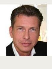 Praxisklinik für Plastische und Ästhetische Chirurgie Dr. Meyer-Walters - Rothenbaumchaussee 22, Hamburg, 20148,