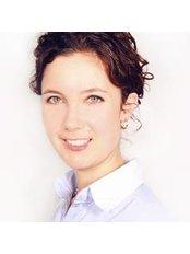 Dr Sarah Graves - Doctor at Hautzentrum