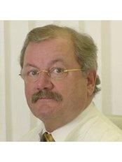 Dr Peter Hollos - Surgeon at Klinik für Plastische Chirurgie in Degerloch