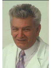 Dr. Endre Nádai - Chirurg - Art Medic Klinik für Ästhetische Chirurgie und Zahnheilkunde