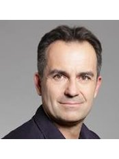 Dr. László Zsolt - Leitender Chirurg - Dr. László Zsolt - Facharzt für Plastische Chirurgie