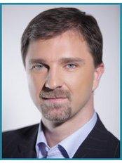 Dr. Csaba Viczian - Chirurg - Mona Lisa Centrum für Ästhetische und Plastische Chirurgie