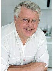 Prof. Miklos Szokoly - Chirurg - Mona Lisa Centrum für Ästhetische und Plastische Chirurgie