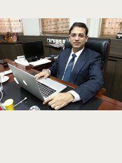 Dr Sumit Malhotra - SIPS Hospital - Dr Sumit Malhotra