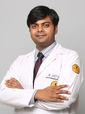 Dr Sumit Gupta - Aesthetic Medicine Physician at Skinnovation Clinics - The World of Aesthetics