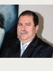Dr. René Crisanto Mora Esquivias - Lapislázuli #3050, Esquina Ámbar, Col. Residencial Victoria, Guadalajara, Jalisco, 44560,