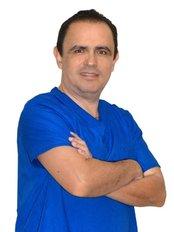 Dr. Francisco Gonzalez - Surgeon at Clínica de Cirugía Cosmética
