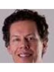 Dr Paris Melis - Surgeon at Blooming Plastische Chirurgie