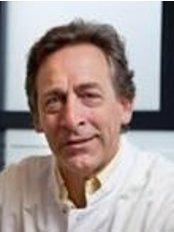 Dr David Wijnberg - Surgeon at Sanavisie Bodyclinic