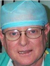 Dr. Carlos Navarro Gasparetto - Calle Piura 810, Miraflores Lima,  0