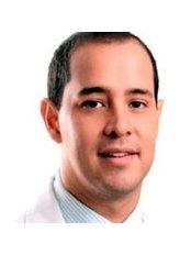 Dr Roberto Vargas Chanduvi - Doctor at Dr. Luis Barrenechea