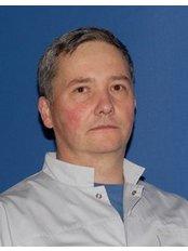 Dr Wojciech Kącki - Surgeon at Allmedica