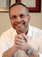 UNI KLINIK Plastic Surgery - Dr Maciej Charazinski