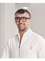 Dr ROBERT CHMIELEWSKI - Surgeon at CORAMED Beauty Surgery