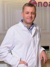 Dr. Jaroslaw Jakiel -  - Noa Clinic