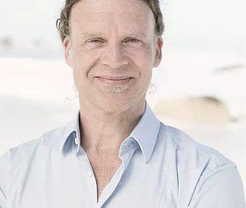 Dr Conrad Pienaar
