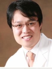 Ho Chan Sohn - Surgeon at Arumdaun Nara - Gangnam Branch