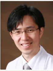 Yong Sam Park - Surgeon at Arumdaun Nara - Gangnam Branch