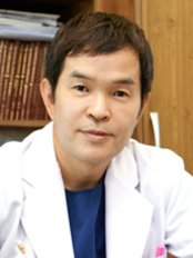 Доктор Young Choon Jung - Исполнительный директор в Hershe Plastic Surgery Clinic