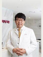 Reborn Plastic Surgery Clinic - Dosan-daero 110, Gangnam-gu, Seoul (2 Nonhyeon-dong),