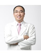 Dr Hoon Song - Surgeon at Girin Plastic Surgery