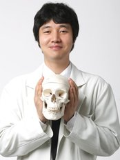 Dr Seung Ryong  Lee - Surgeon at Girin Plastic Surgery