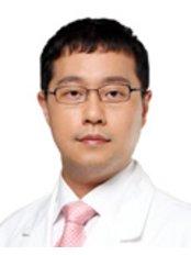 Доктор Ji Hong Kim - Врач хирург в Grand Plastic Surgery