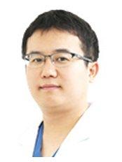 Доктор Yong Hoon Seo - Врач хирург в Grand Plastic Surgery