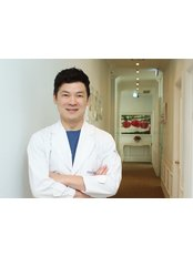 Dr Eung Sam Kim - Surgeon at Hershe Plastic Surgery Clinic