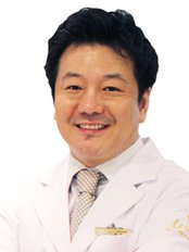 Dr Jung Su Woo - Surgeon at Izien Plastic Surgery Clinic
