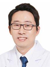 Dr Insu Baek - Surgeon at Jewelry Plastic Surgery Clinic