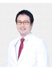 Dr Jung Keun Park - Principal Surgeon at FacePlus Plastic Surgery