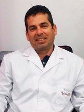 Dr Alexis Pérez Rodriguez - Doctor at Clinica Versalles