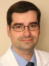 Dr Francisco Tomariz - Doctor at Clínica de Trasplante de Pelo