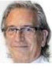 Dr Alfred Dealbert - Surgeon at Clinica Sanza