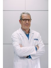 Dr Jorge Santos - Surgeon at Clínicas Opción Médica - Barcelona