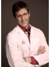 Dr Jose Trivino Fernandez - Surgeon at Doctor Oscar Junco
