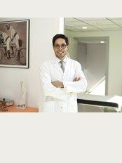 Dr. Gustavo Suárez Páez - Vallcarca 151, Office 6.05, Barcelona, Barcelona, 08023,