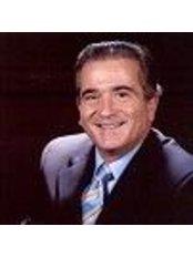 Dr Serra Renom - Surgeon at Institute of Aesthetic and Plastic Surgery Dr. Serra Renom