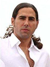 Dr Juan Andres Marin De la Cruz - Doctor at Instituto Laser Barcelona
