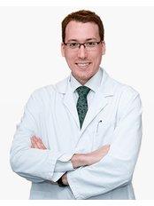 Dr Alejandro Mazarro - Surgeon at Pedralbes Clinic