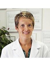 Dr Anna Girones - Surgeon at Clinica Saurina