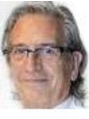 Dr Alfred Dealbert - Surgeon at Clinica Sanza Lleida