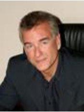 Dr Bernard Tagliero - Surgeon at DI DreamImage - Pamplona