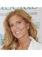 Dr Oyola Denébola Palacios - Surgeon at Clinica Bruselas - Salamanca