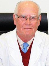 Dr Enrique Carrasco Sáinz -  at Clinica Carrasco